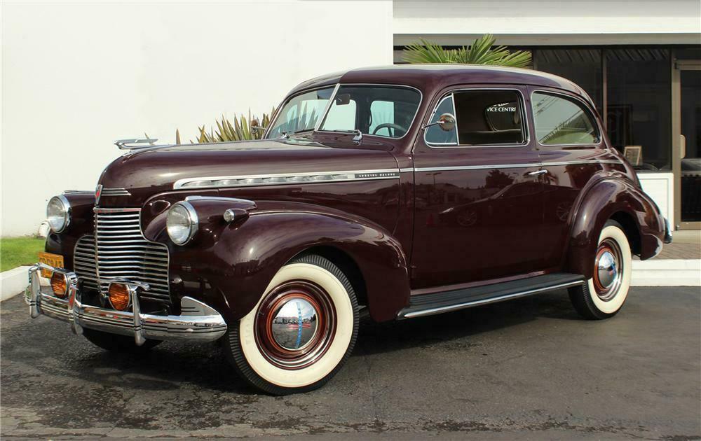 1940 Chevrolet Special Deluxe 2 Door Town Sedan