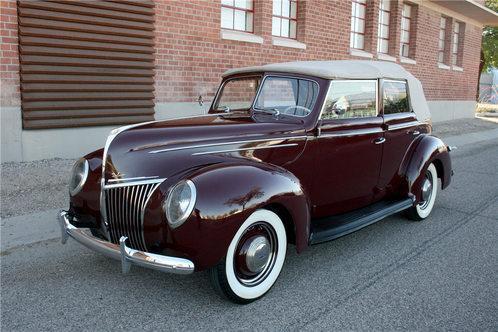 1939 Ford Deluxe Convertible Sedan