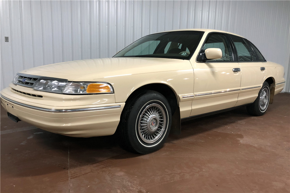 Ford Crown Victoria Front
