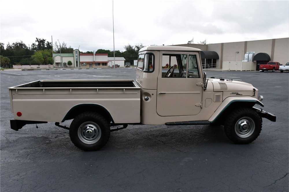 1967 TOYOTA LAND CRUISER FJ45 PICKUP